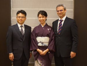 Photo: Atsushi Ito, CEO of Next Energy & Resources (Left), Vassilis Papaeconomou, Managing Director of Alectris (Right) and Ms. Azusa of Next Energy (center) at signing ceremony for Alectris Japan Ltd.