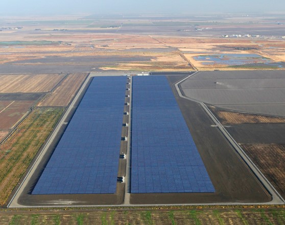 Photo: PG&E's utility-owned photovoltaic generation program includes the Stroud project, a 20-MW plant designed and built by Cupertino Electric in Helm, California.